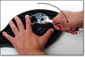 Bolzen mit 14er Maulschlüssel festziehen